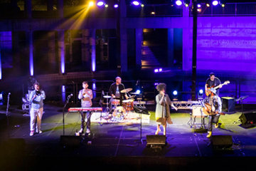 Perfomers on stage at the Skirball outdoor courtyard